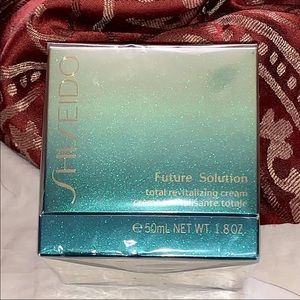 New Shiseido Future Solution Revitalizing Cream